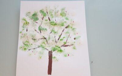 Drzewo farbami malowane
