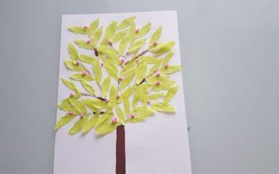 Drzewo z farb i bibuły
